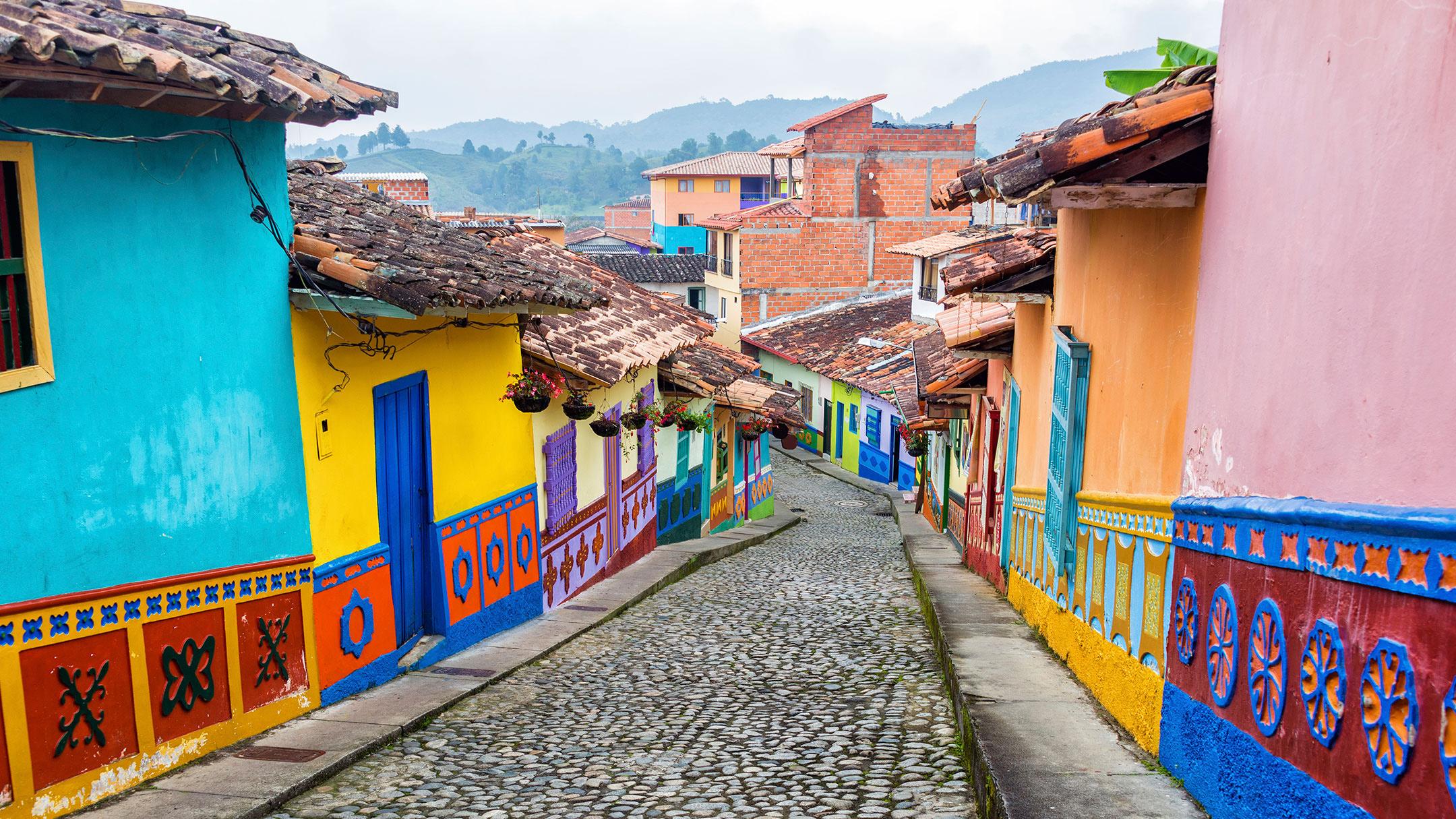 2Colombia-Medellin-Cobblestone-Street-IS-38615370-Lg-RGB.jpg