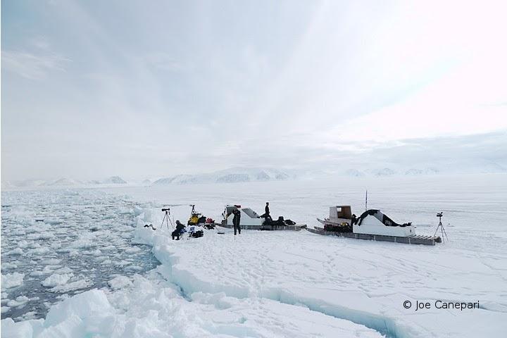 Arctic_Dive_2010-24-Joe Canepari_Divers at Floe Edge.JPG