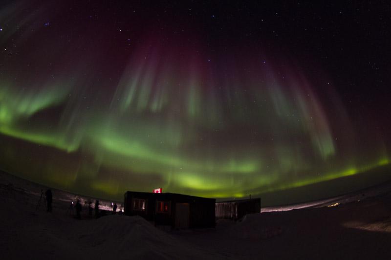 Cabins_under_Northern_Lights_DAVID_BRIGGS_MG_6352.jpg