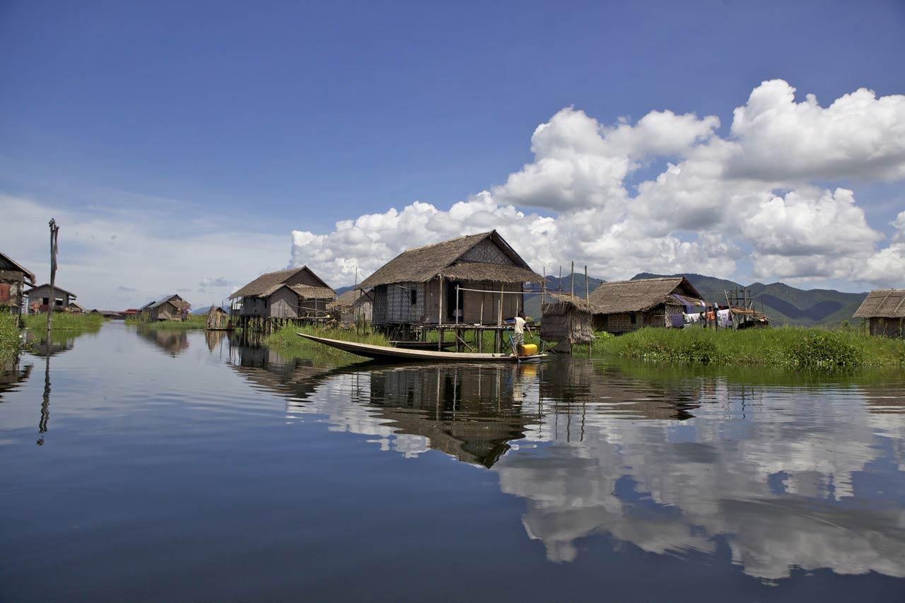 MM-fishermen-village-Inle-Lake-copyright-sanjay-saxena.jpg