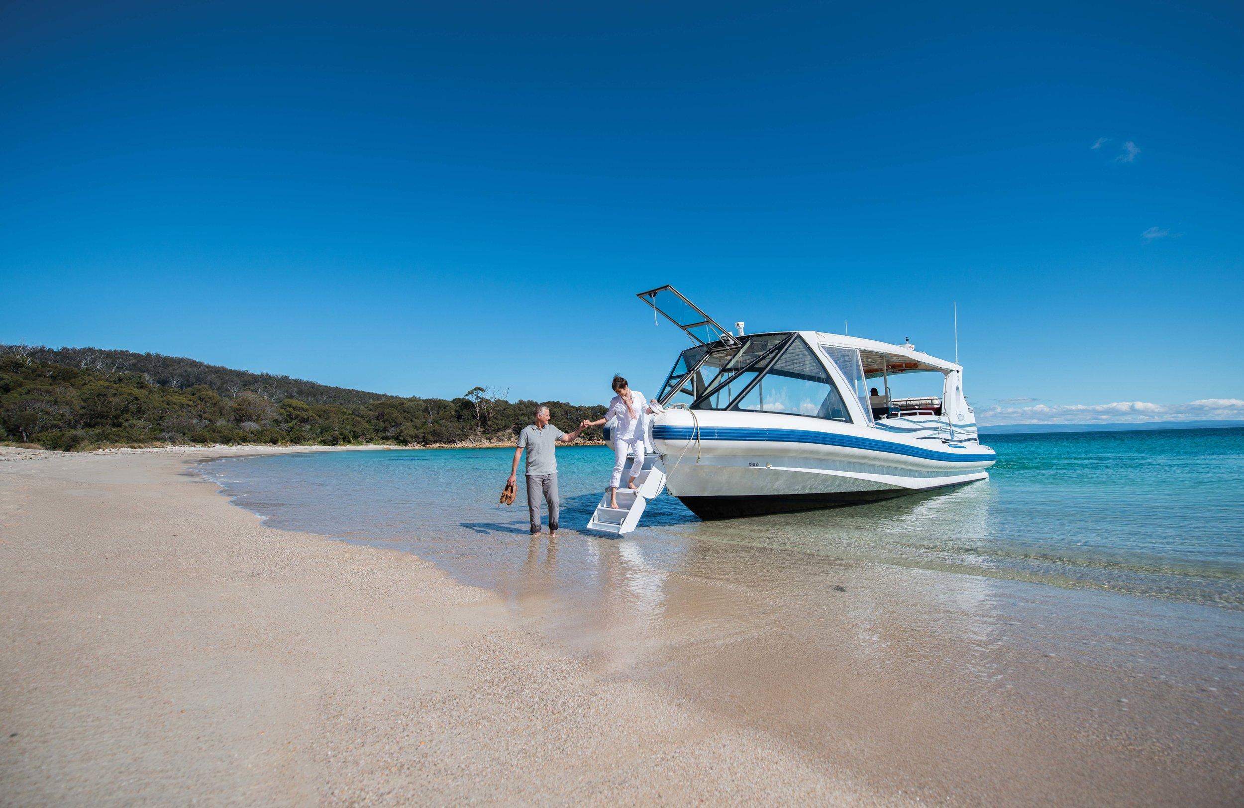 Saffire_Freycinet_Couple-Boat.jpg
