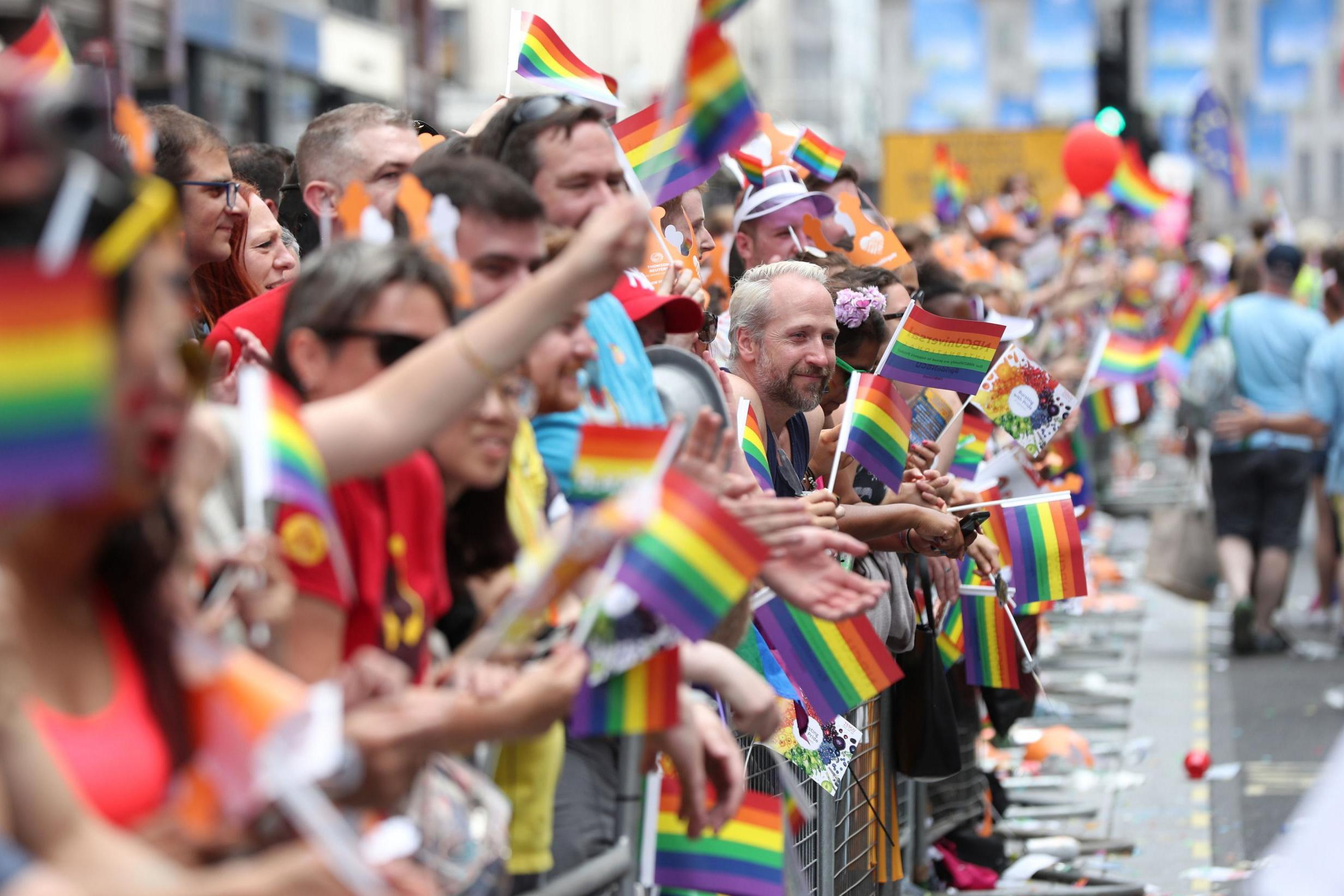 出典: https://www.standard.co.uk/news/uk/london-pride-2019-15-million-people-to-descend-on-capital-for-biggest-ever-parade-a4183751.html