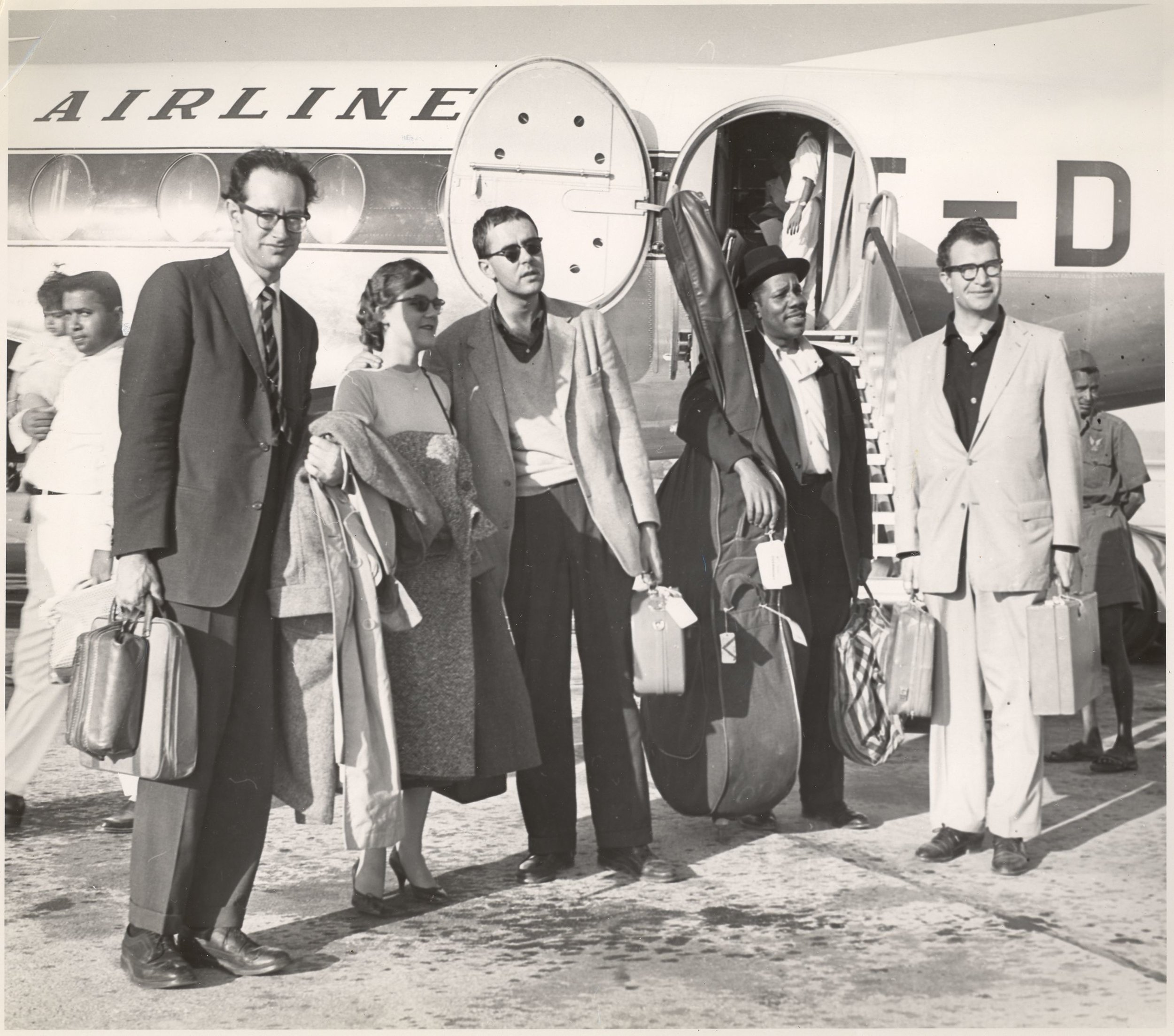 The Dave Brubeck Quartet on tour in 1958; right to left: Dave Brubeck, Eugene Wright, Joe Morello and his wife Jean, and Paul Desmond. Credit: Courtesy of the Brubeck Collection, Holt-Atherton Special Collections, University of the Pacific Library. (c) Dave Brubeck.