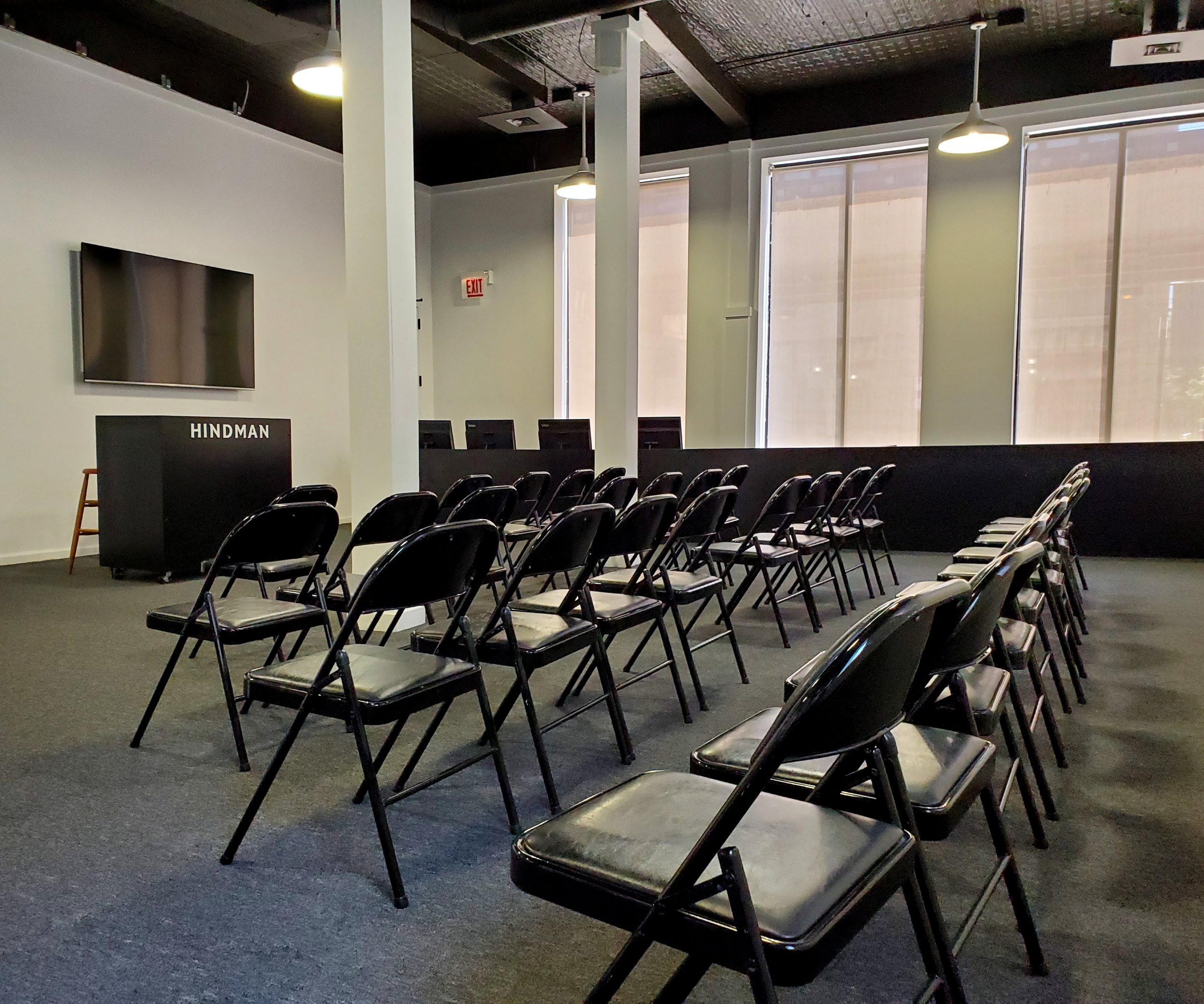Live auction room at Hindman's Chicago location.