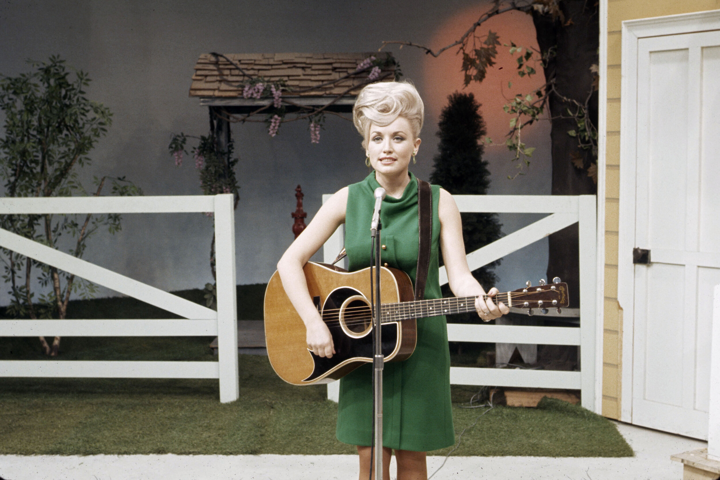 Dolly Parton on the Porter Wagoner Show, 1967. Photo: Courtesy of Les Leverett photograph, Grand Ole Opry Archives