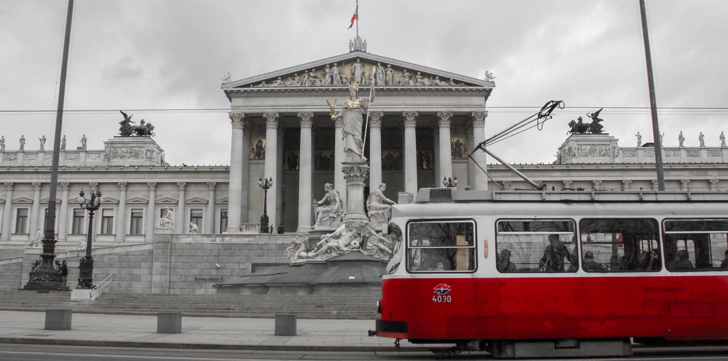 Trolly and Parlament-2.jpg