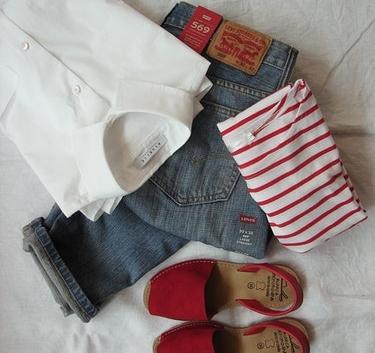 minimal wardrobe organized clothing.jpg