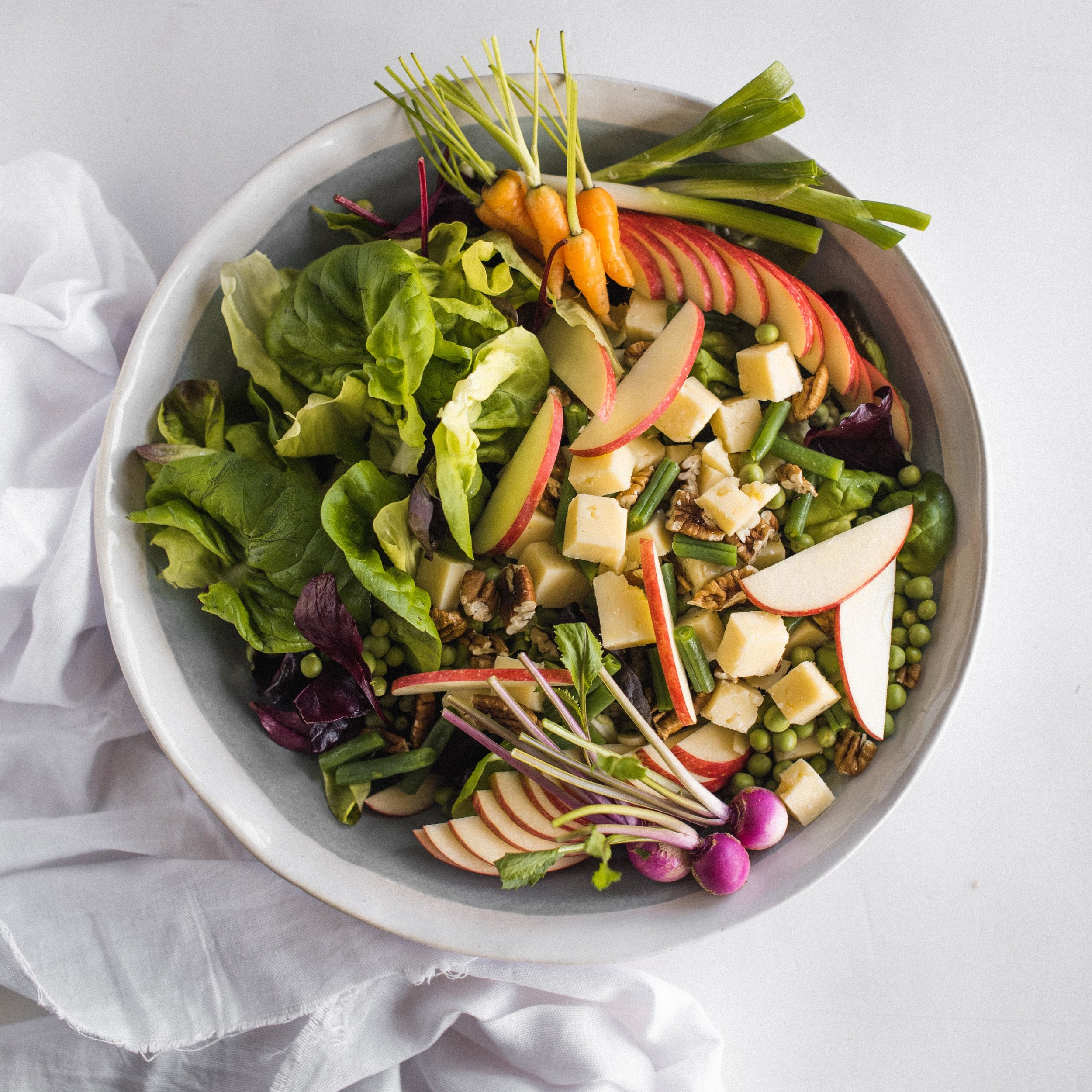 strong>Apple, cheddar cheese & pecan nut salad</strong