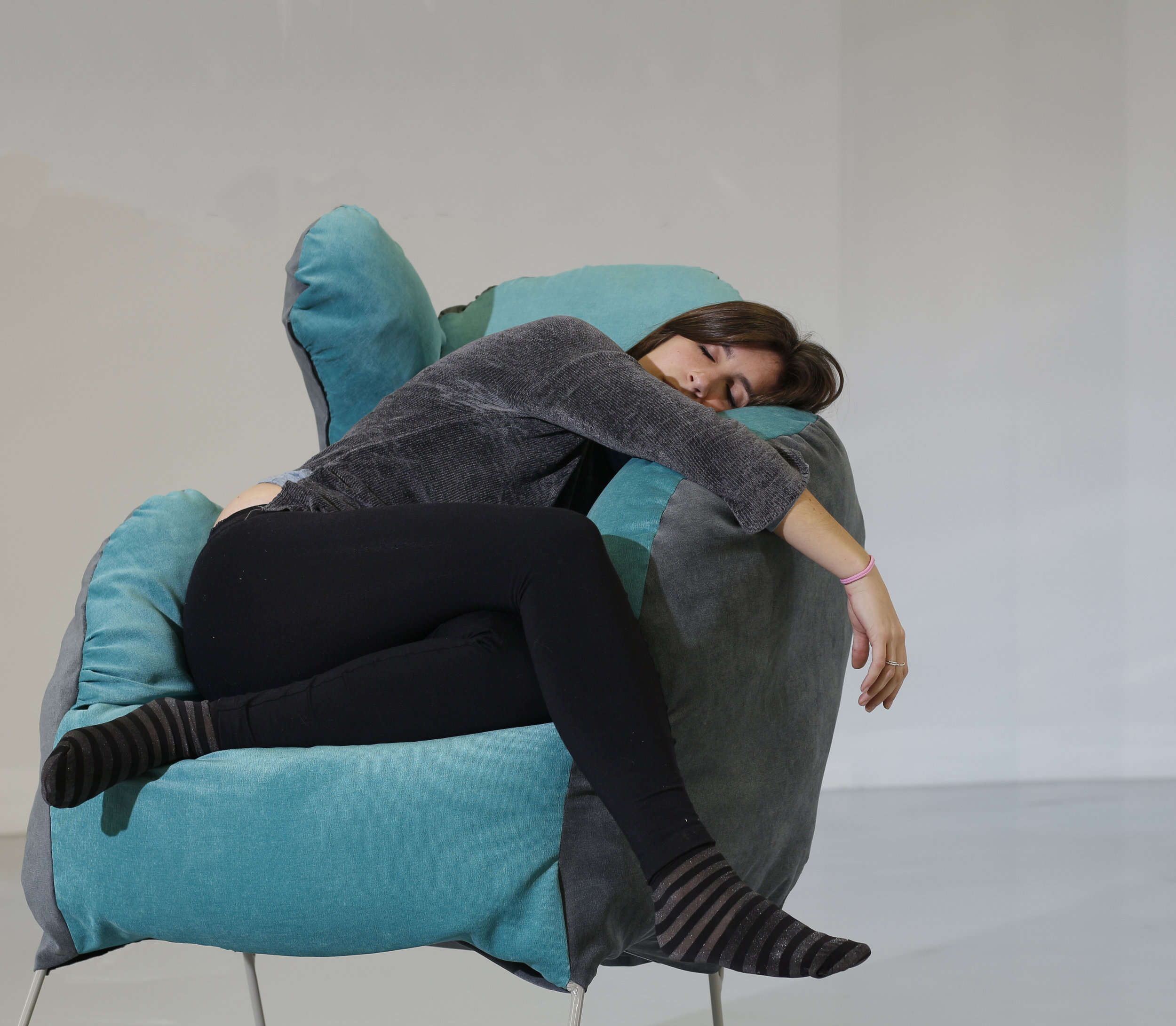feelings - This armchair simulates the feeling of a temporary hug, and we're not just referring to physical sensations. Every hug comes with a scent that forms part of it. Sulley emanates those scents that remind us of a hug. To achieve this, it features a pouch in the top part so people may bask in the scent and the sensation concurrently. Several natural fragrances are available for users to choose from.