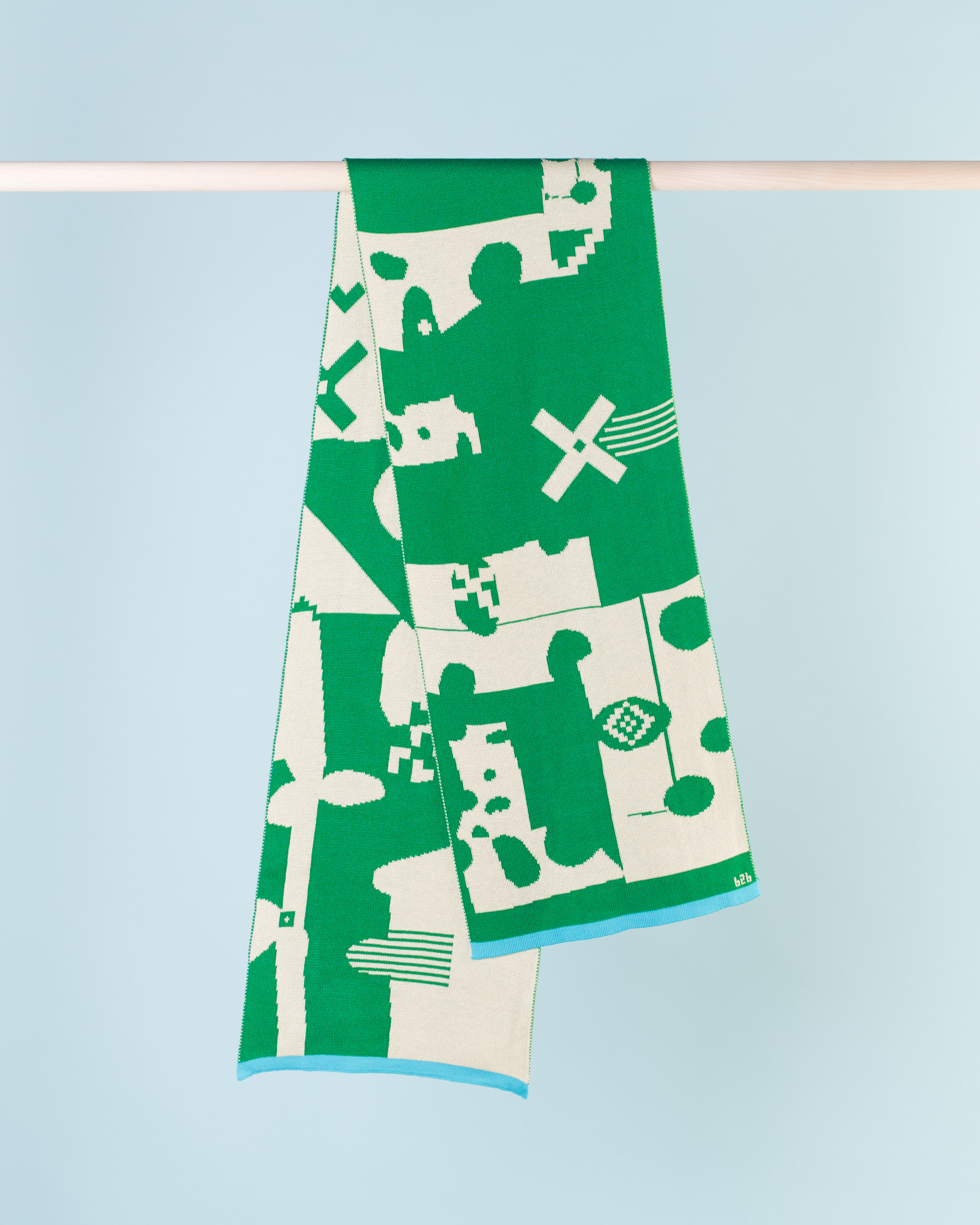 CUT OUT SCARF - GREEN & CREAM