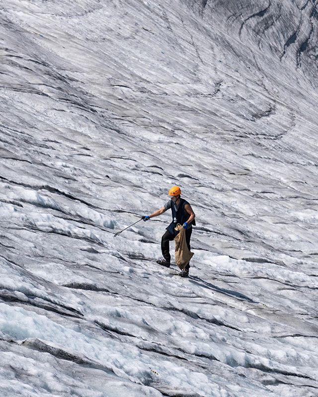 Glacier clean up. Please pick up after yourselves. 📸 @wintonphotos | @parley.tv #glacier #whistlerblackcomb