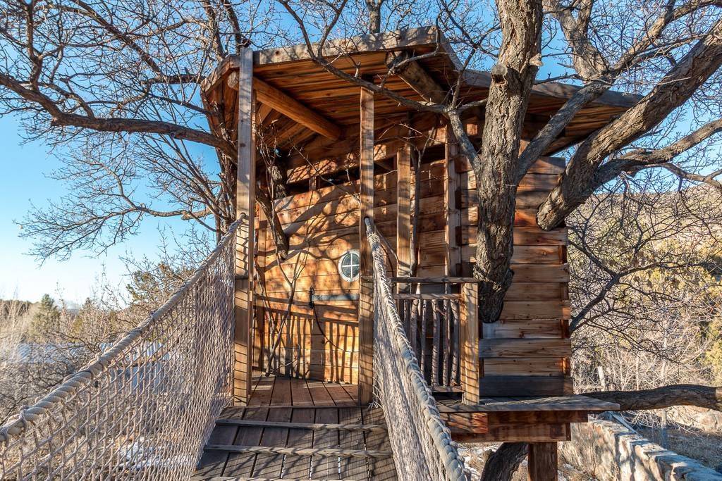 Tree House - 1 bedroom with queen bed w/ ensuite bathroom (shower, toilet and sink)1 bedroom with queen bed1 bedroom with full bed 1 bathroom with tub