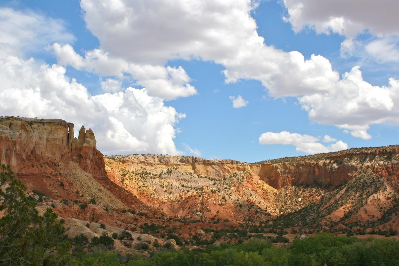 Ghost_Ranch_redrock_cliffs.jpg