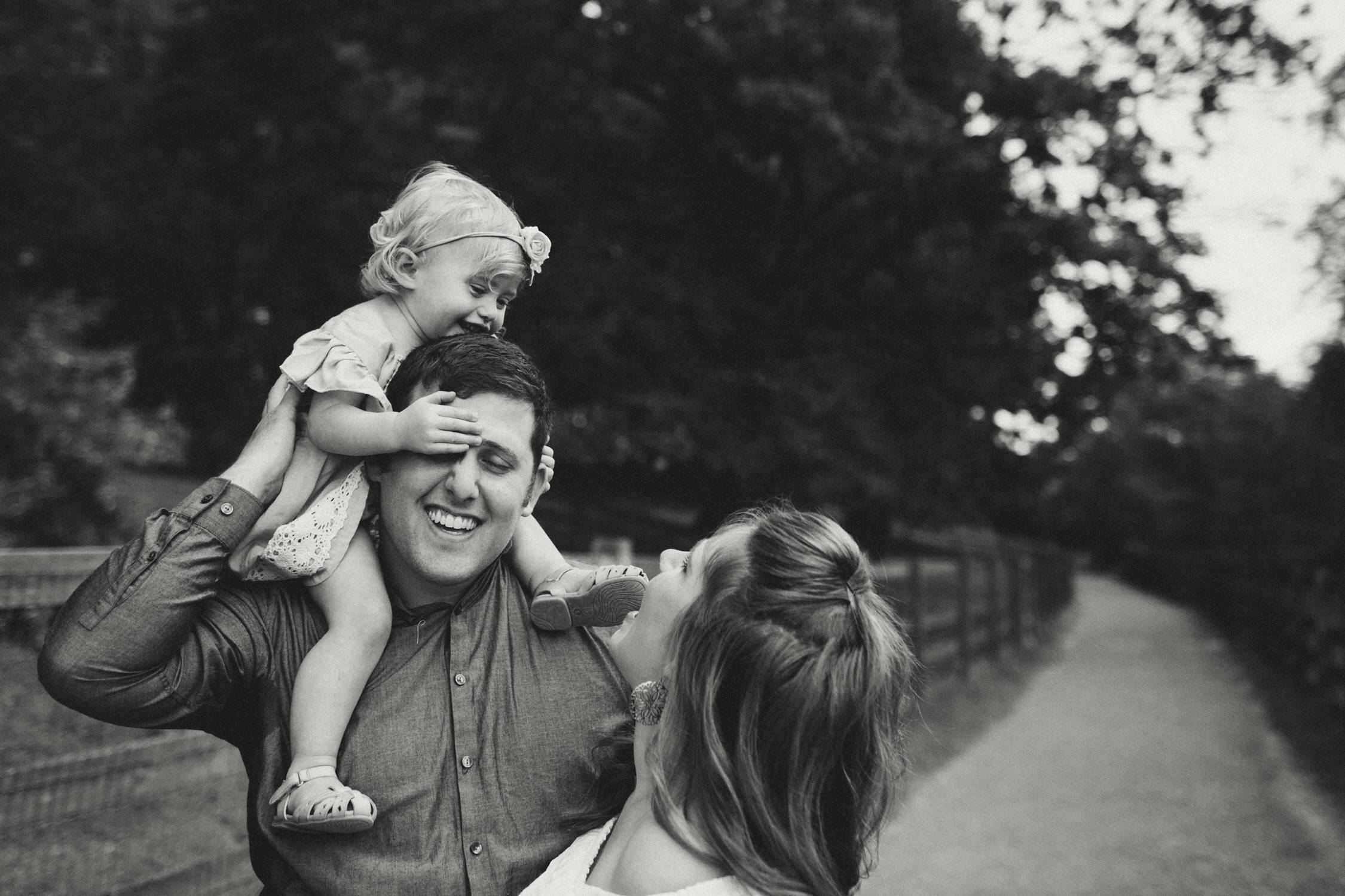 photo-of-seattle-family-photographer-at-kelly-creek-4-1.JPG