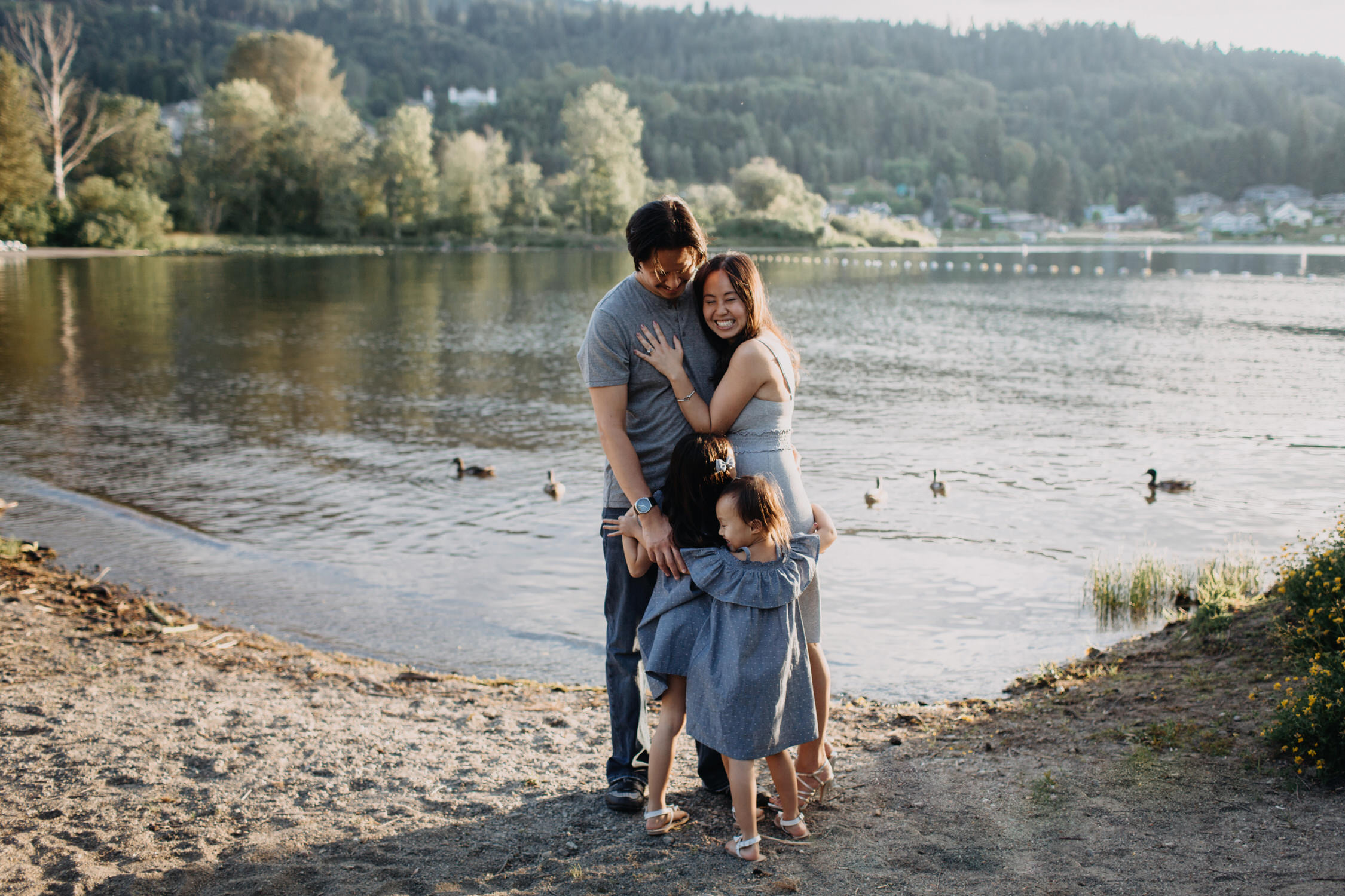photo-of-seattle-family-photographer-at-lake-sammamish-7-1.JPG