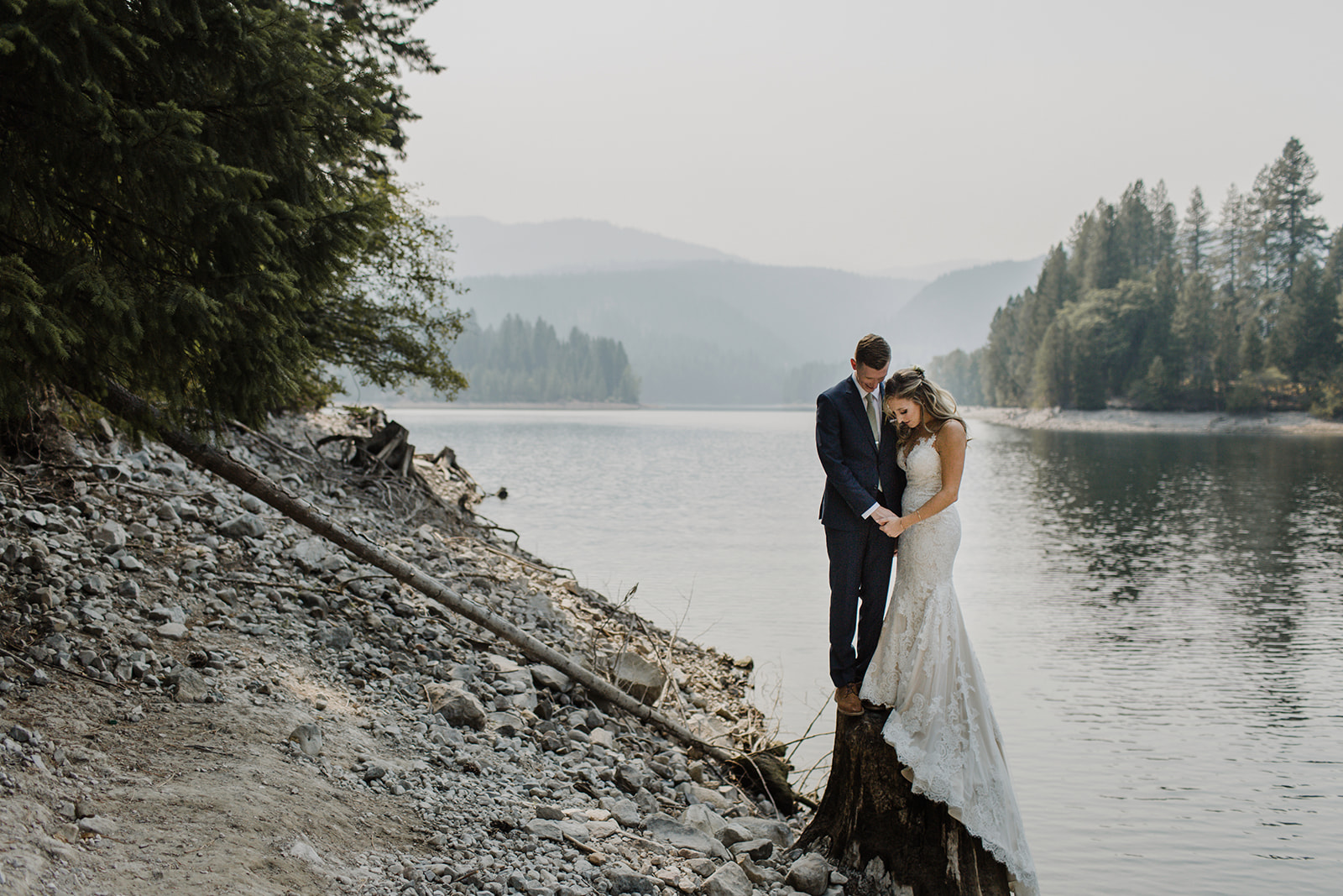 photo-of-bride-and-groom-near-mt-shasta