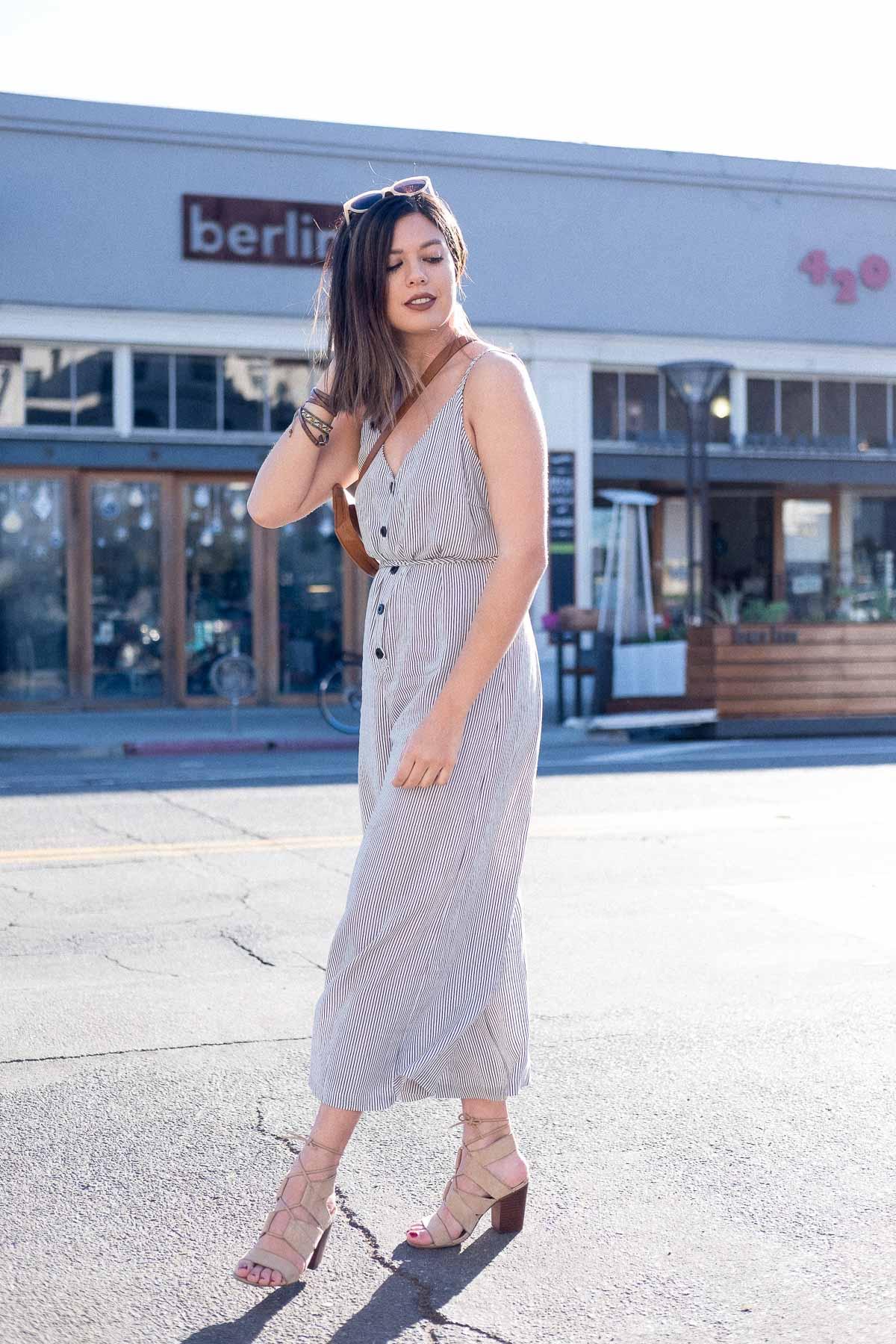 Rachel Off Duty: Women Outside Coffee Shop