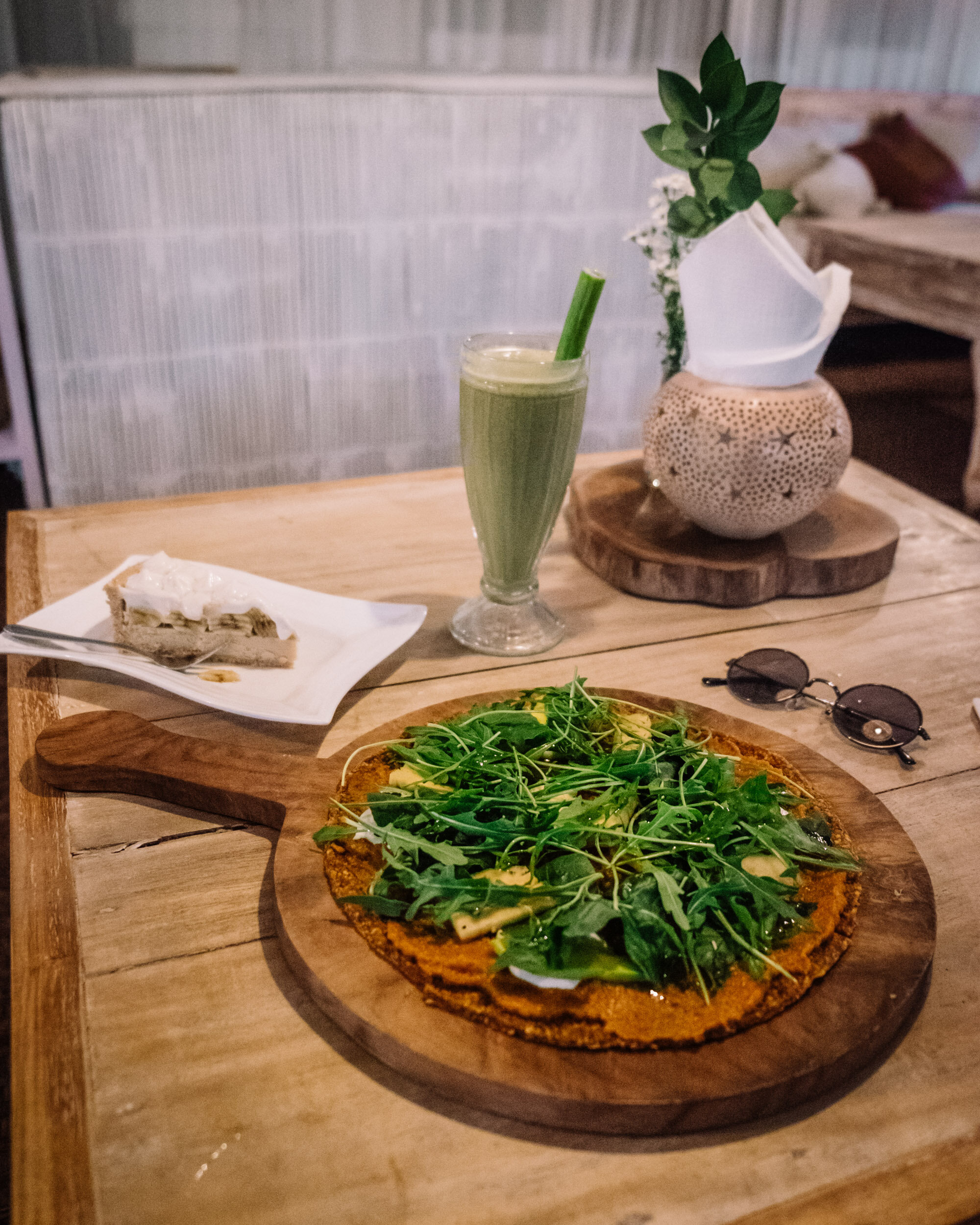 Rachel Off Duty: Vegan Raw Pizza in Bali