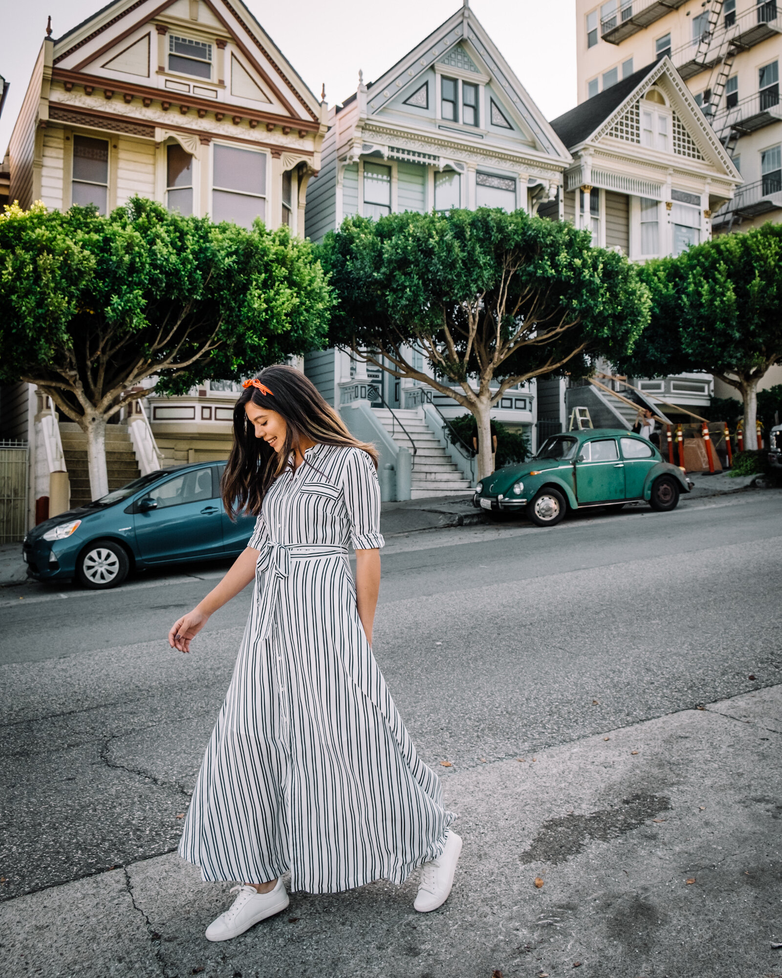 Rachel Off Duty: Woman in San Francisco in front of Painted Ladies
