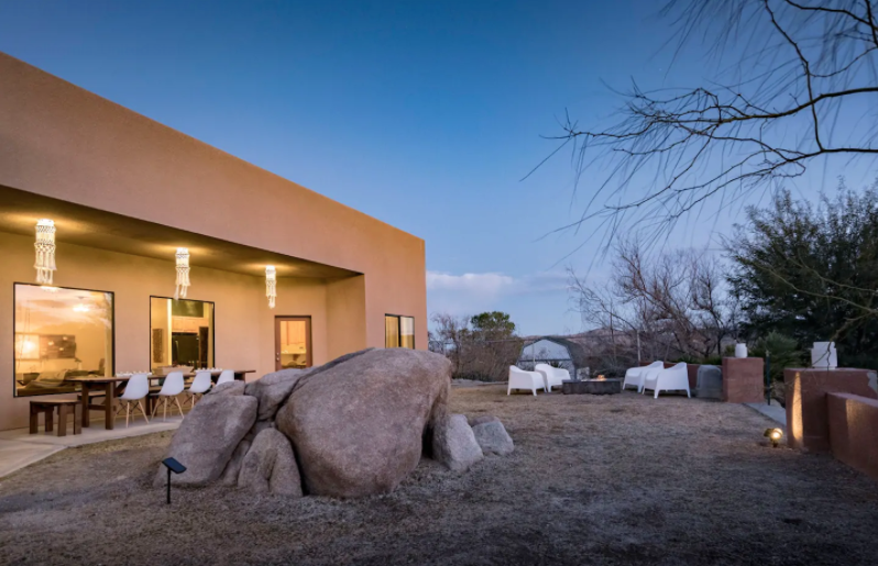 The Boulder View House - Joshua Tree, CaliforniaType: Entire HouseBeds: 2 kings, 2 twins (sleeps 6) Cost: $$$
