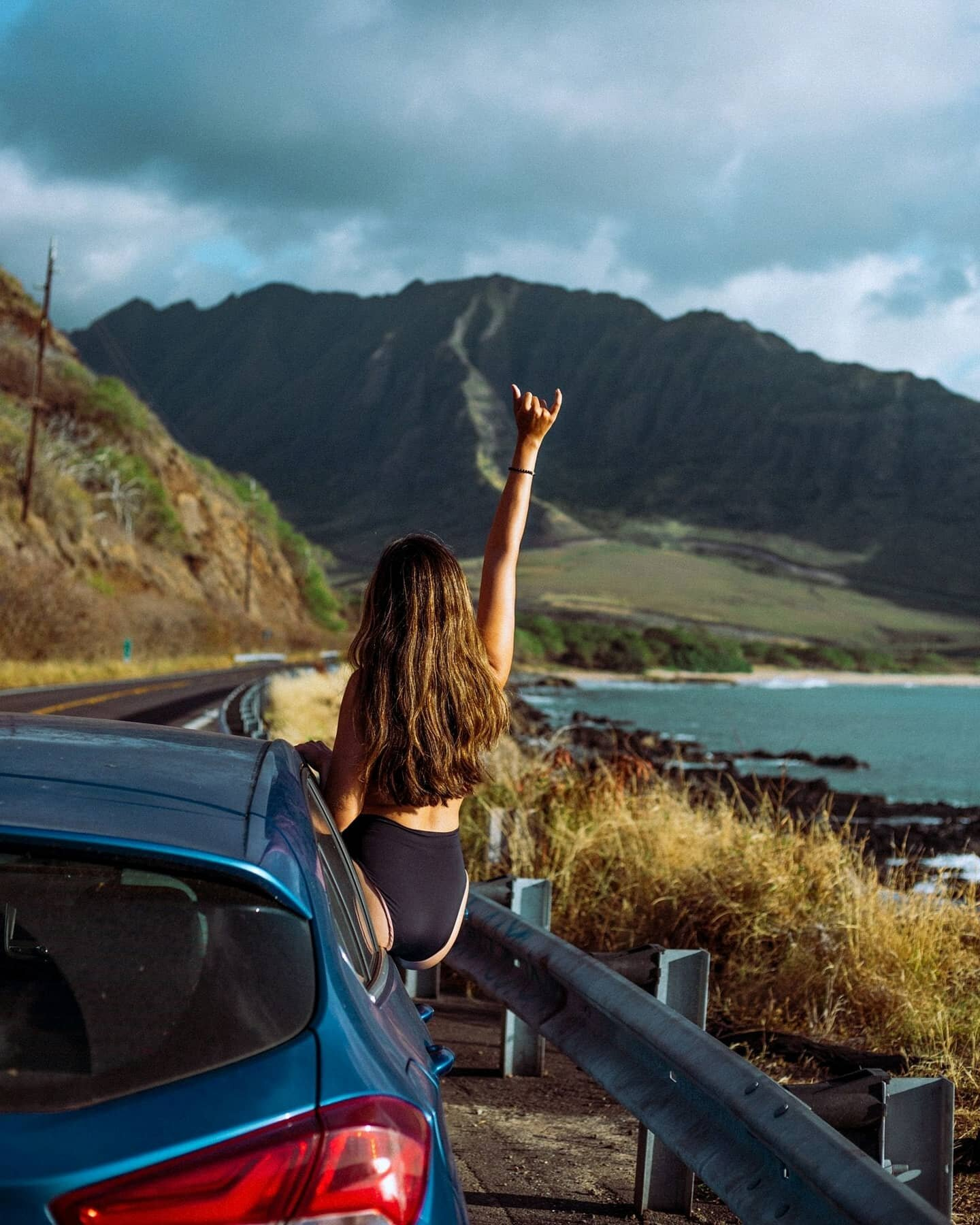 Oahu, the gathering place [POCKET GUIDE IS HERE!] 👇🏽⠀ ⠀ Lately, I've been asked so often about my favorite things to do on Oahu. I've been wanting to put my recommendations into a resource for the longest time, and I guess this was just the push I needed. ⠀ ⠀ This guide is 15+ pages filled with the places that bring me the most joy on this island I have called home for the first 17 years of my life. There are hikes, beaches, restaurants, cultural attractions, and even discounts you can't find anywhere else. It's been a true labor of love because while I know Oahu could easily take 50+ pages to cover, I wanted to make this as easy-to-use and reference as possible. #OffDutyinHawaii⠀ ⠀ My Oahu Pocket Guide is now available for purchase. 5% of proceeds will go to local nonprofits dedicated to keeping Hawaii beautiful. Get the guide now (link in bio)! 🙌🏽