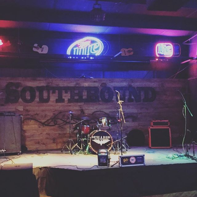 #southbound #barandgrill #Tony guy in #springfield #missouri @zachary.ryan.music kicking things off #ontheroad #countrymusic #reddirt #gypsysoul #brycedicusandthemercinaries