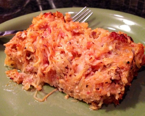 This is one my favorite cold weather dishes--> PIZZA SPAGHETTI PIE, thanks to the delish recipes from  PaleOMG . The prep takes a bit, but it's all really easy and so worth the wait. Let me know what you think.