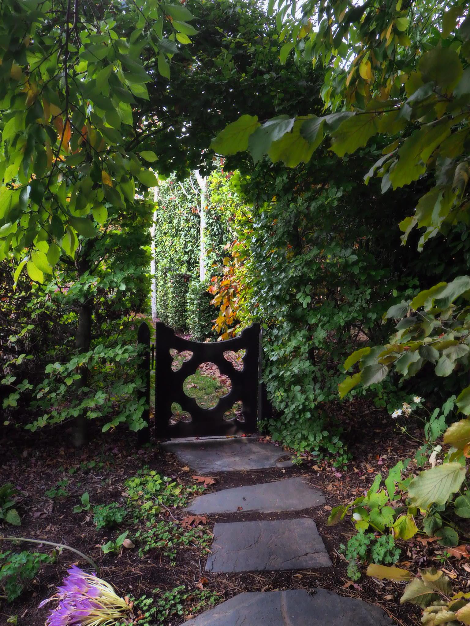 muskfarm_tank_garden_gate_autumn_IMG_3406.JPG