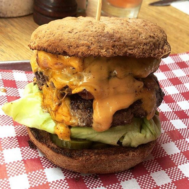 GLUTEN FREE burgers baby! 🍔 $10 BURGERS 🍔  Sunday 5pm - 8pm. 😱 ALL BURGERS $10