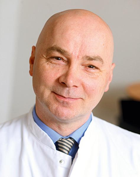 """Prof Dr. med. Dr. rer. nat. Niels Rahe-Meyer   Er ist der Initiator von """"staying alive"""" und Chefarzt für Anästhesiologie im Franziskus Hospital Bielefeld. Seit Jahren führt er Reanimationsunterricht für Laien und Profis durch. Sein Ziel ist es, gemeinsam mit der Biologiedidaktik ein Unterrichtskonzept zu entwickeln, welches Reanimation und Notfallmanagement mit dem Pflichtunterricht verschmilzt."""