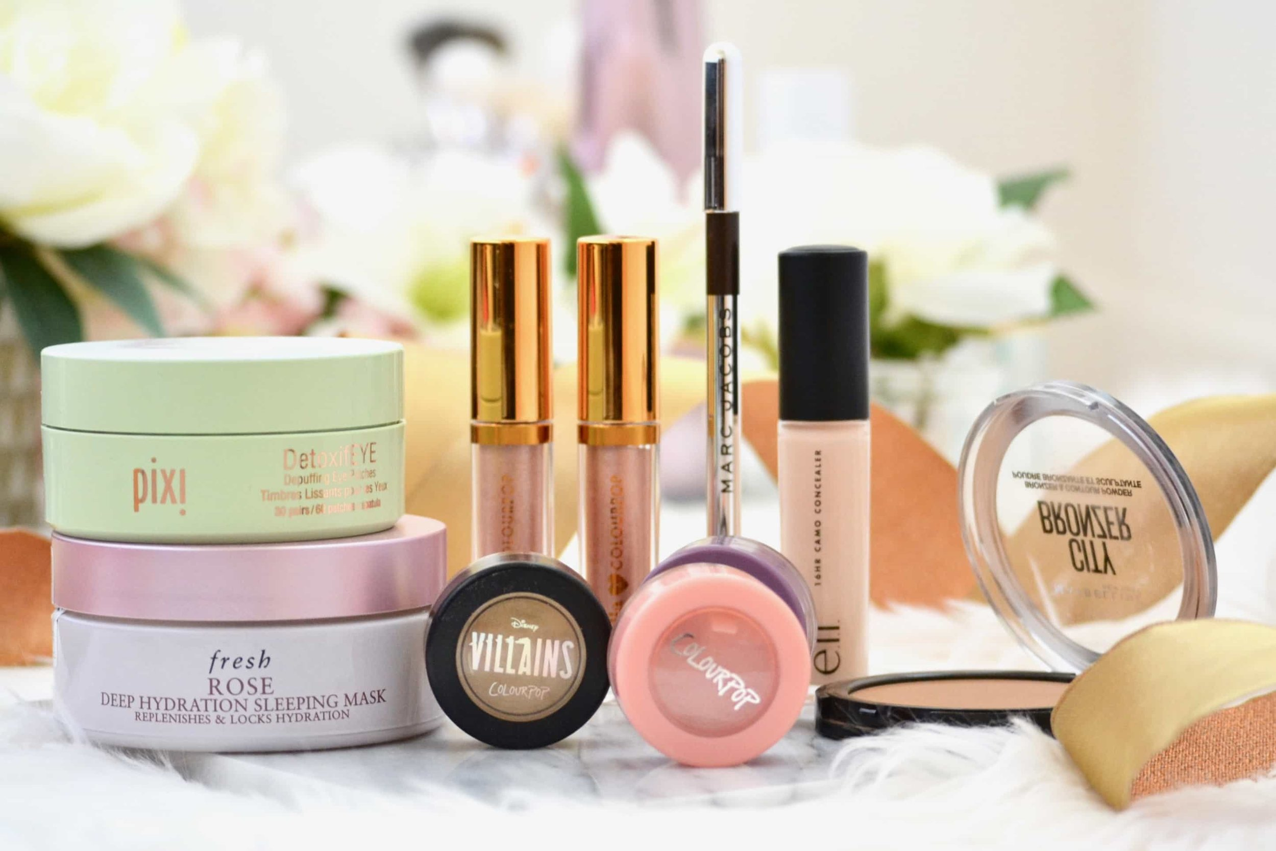 Makeup and skincare Favorites - April 2019. It's that time of the month again! Here are my picks for the best makeup and skincare of April Get all of the details on the best beauty of January 2019. #makeup #skincare #beauty #best #lianadesu