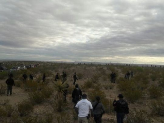 Photo: Mexican law enforcement officers search the Navajo Arroyo area in the Valley of Juárez  Photo Courtesy: Chihuahua attorney general's office