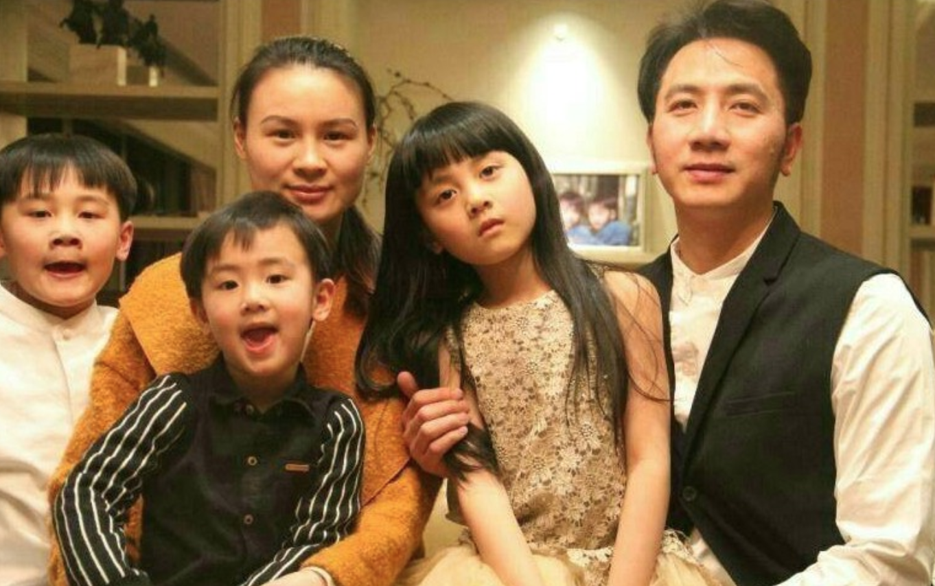 The family of Zhu Xiaozhen and Lin Shengbin (Source: The Medium)