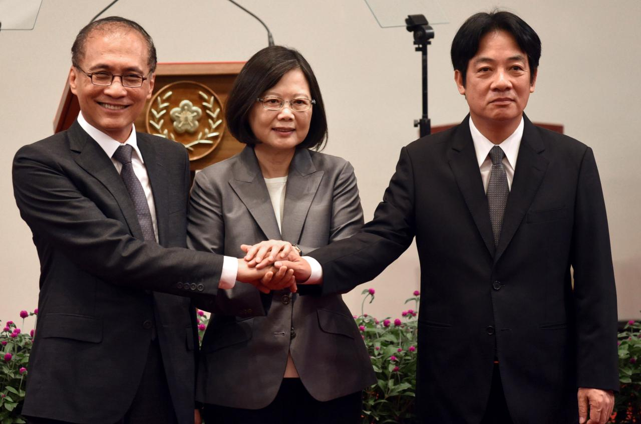 [Former Premier Lin Chuan (left), President Tsai Ing-wen (center), and former mayor of Tainan City and current Premier William Lai (right) join hands during the news conference announcing the appointment of Lai to succeed Lin as Premier on Sept. 5, 2017. Photo: REUTERS/Yeh.G.E.