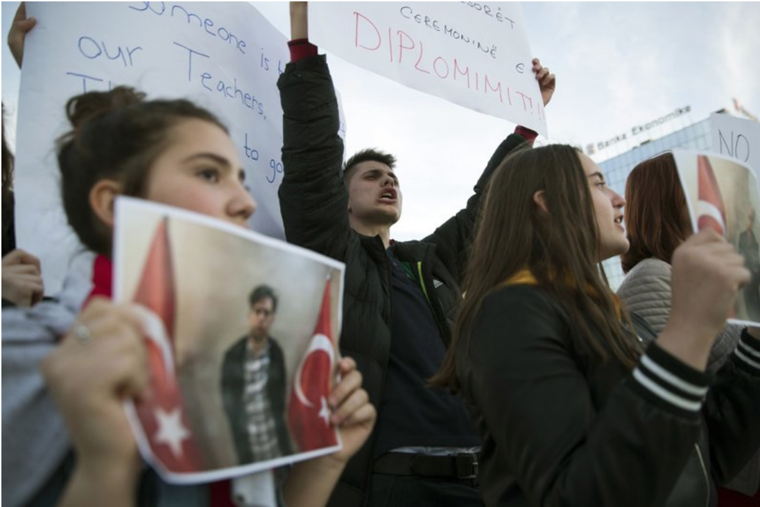 [Students of Mehmet Akif College in Kosovo protest the detention and deportation of teachers, all Turkish nationals, affiliated with the College in Pristina, capital of Kosovo, on Mar. 29, 2018. Photo: AP/Visar Kryeziu]