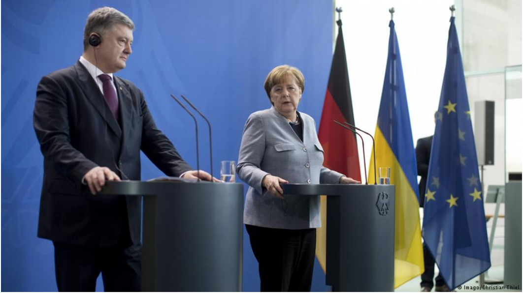 [Chancellor of Germany Angela Merkel (right) speaks at a joint press conference held with President of Ukraine Petro Poroshenko (left) in Berlin, Germany on Apr. 10, 2018. Photo: Christian Thiel]