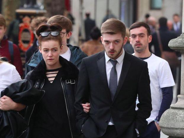 Alfie Evans' parents on the way to court (Sky News)