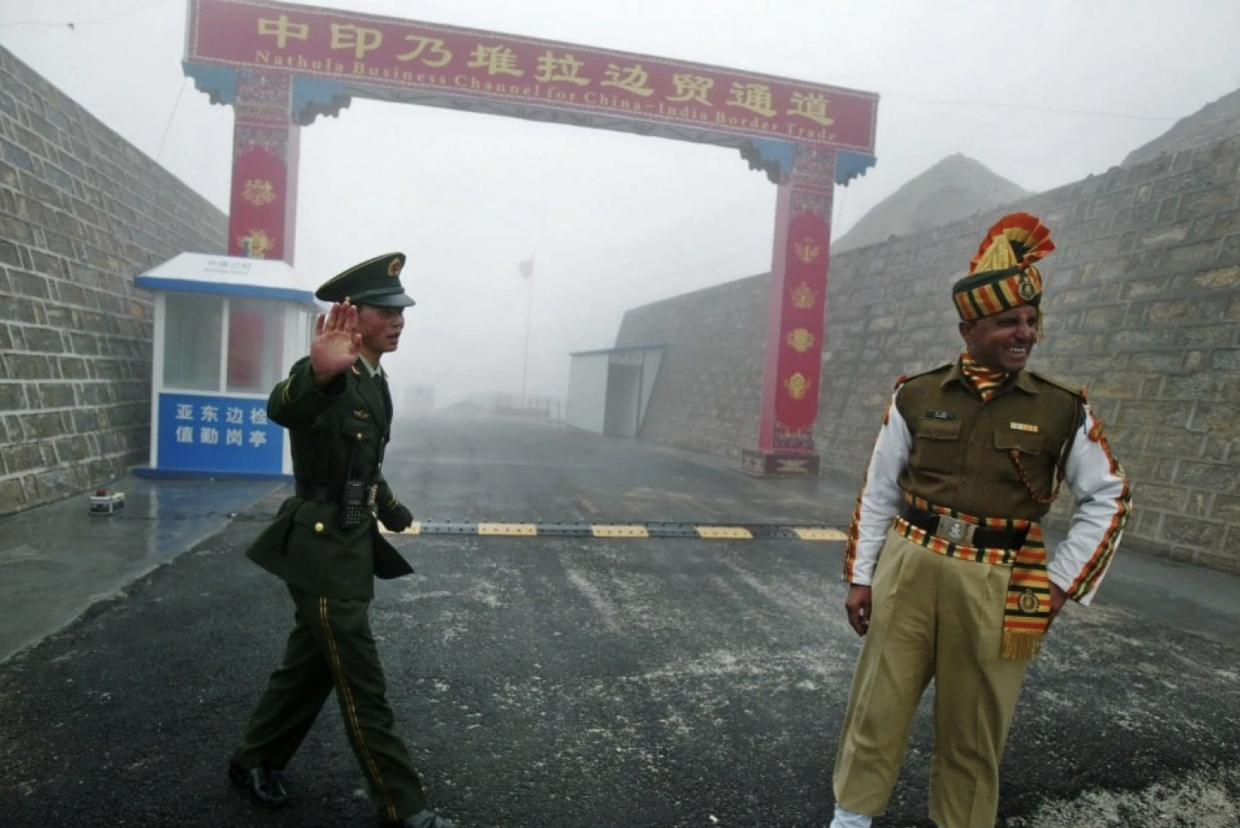 A Chinese soldier stands next to an Indian soldier at the Nathu La border in India's northeastern Sikkim state, near the border with China, in 2008. Source: Diptendu Dutta/AFP/Getty