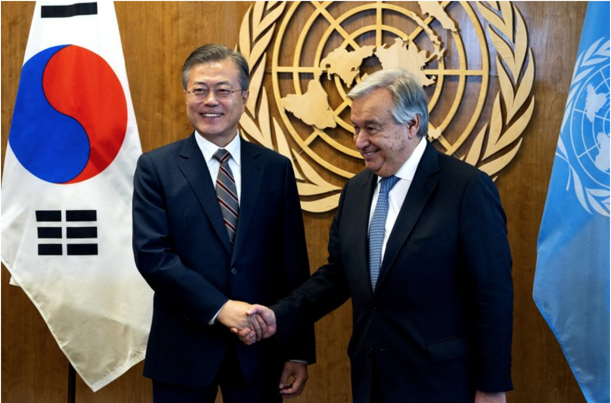 ROK President Moon Jae-in (left) shakes hands with UN Secretary-General Antonio Guterres at UN Headquarters in New York City on Sept. 24, 2018. Credit: Craig Ruttle/ AP Photo