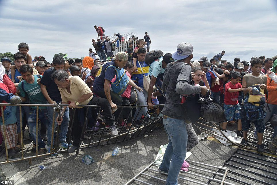 Honduran migrants, numbering as many as 4,000, broke past the police in Tecún Umán, Guatemala and proceeded to Mexico.  Credit: EPA via Daily Mail .