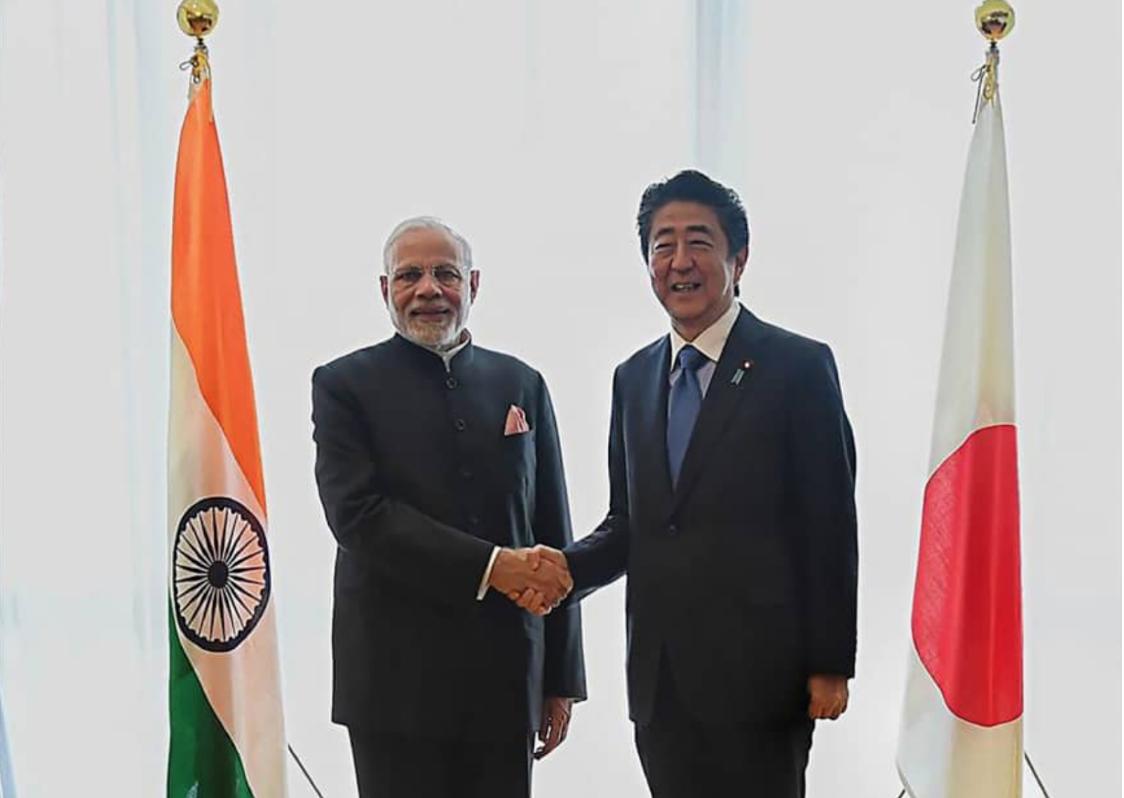 Prime Minister Narendra Modi and Prime Minister Shinzo Abe in Yamanashi Prefecture.Photo:  AFP-JIJI