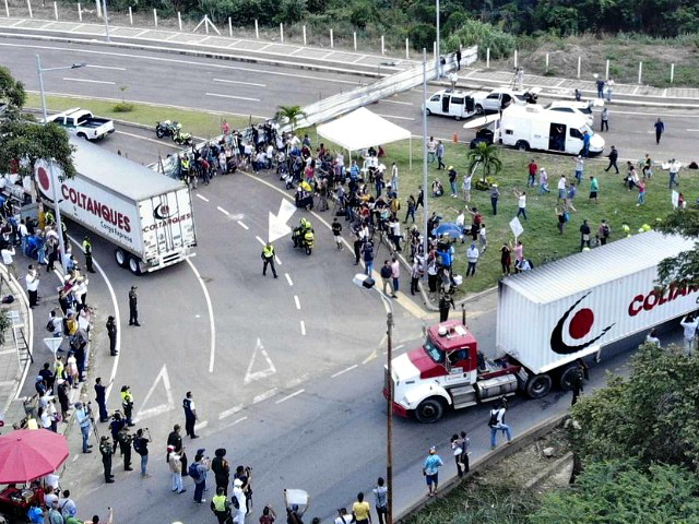 Trucks carrying humanitarian aid headed to Venezuela stopped at the Tienditas Bridge in Cucuta, Colombia on the Venezuelan border. Photo:  Edinson Estupinan/AFP via Irish Times .