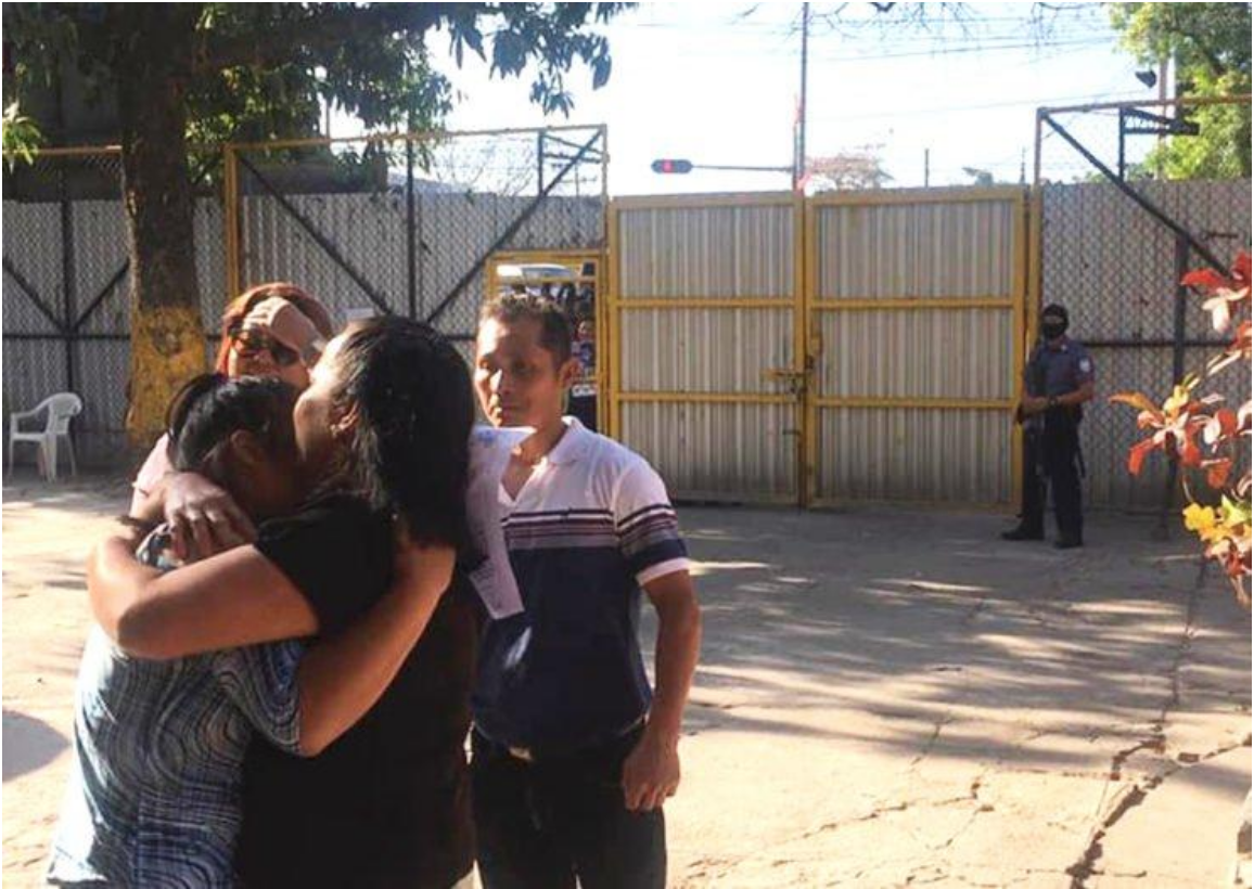 Evelyn Hernández is reunited with her family outside the prison.  Source:  Rewire News