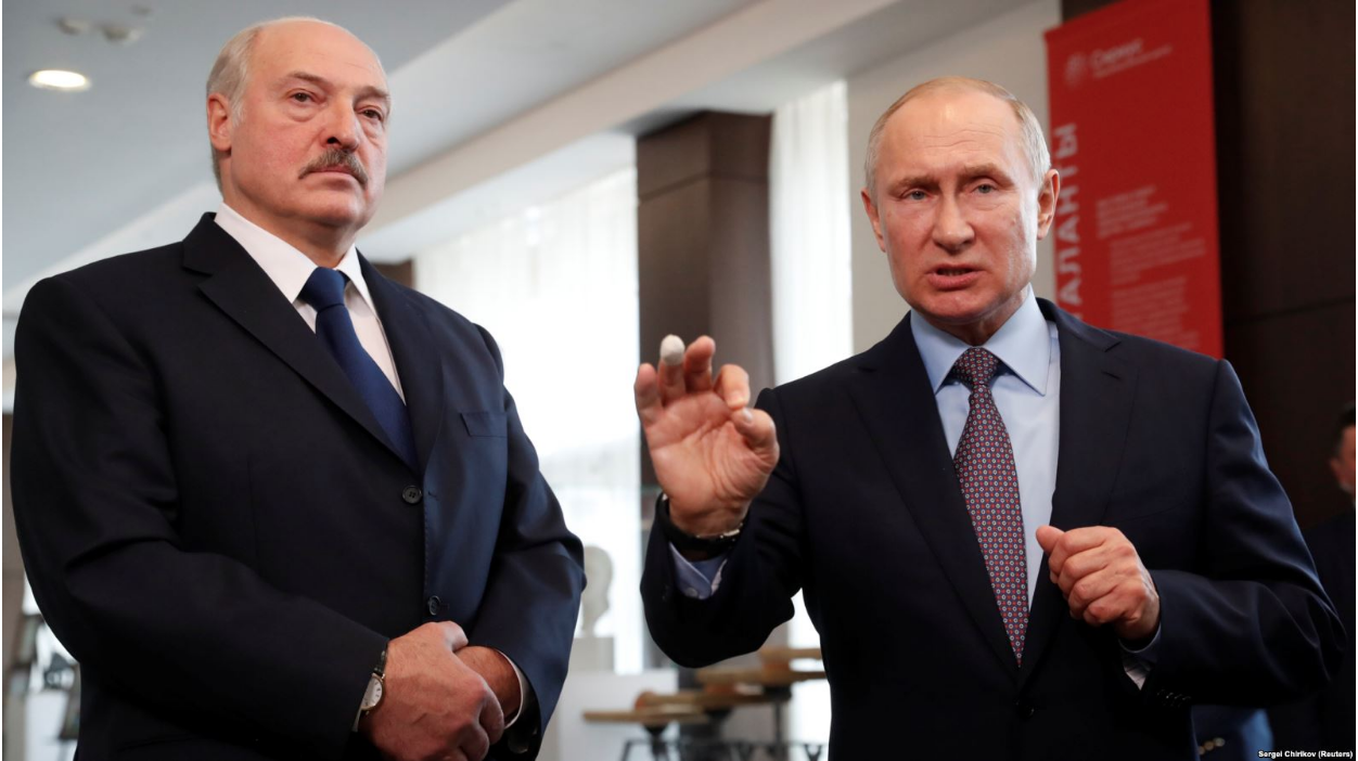 Belarusian President Alexander Lukashenko (left) with Russian President Vladimir Putin at talks between the two countries held at the Russian Black Sea resort of Sochi on Feb. 15, 2019. Photo:  Sergei Chirikov/Reuters