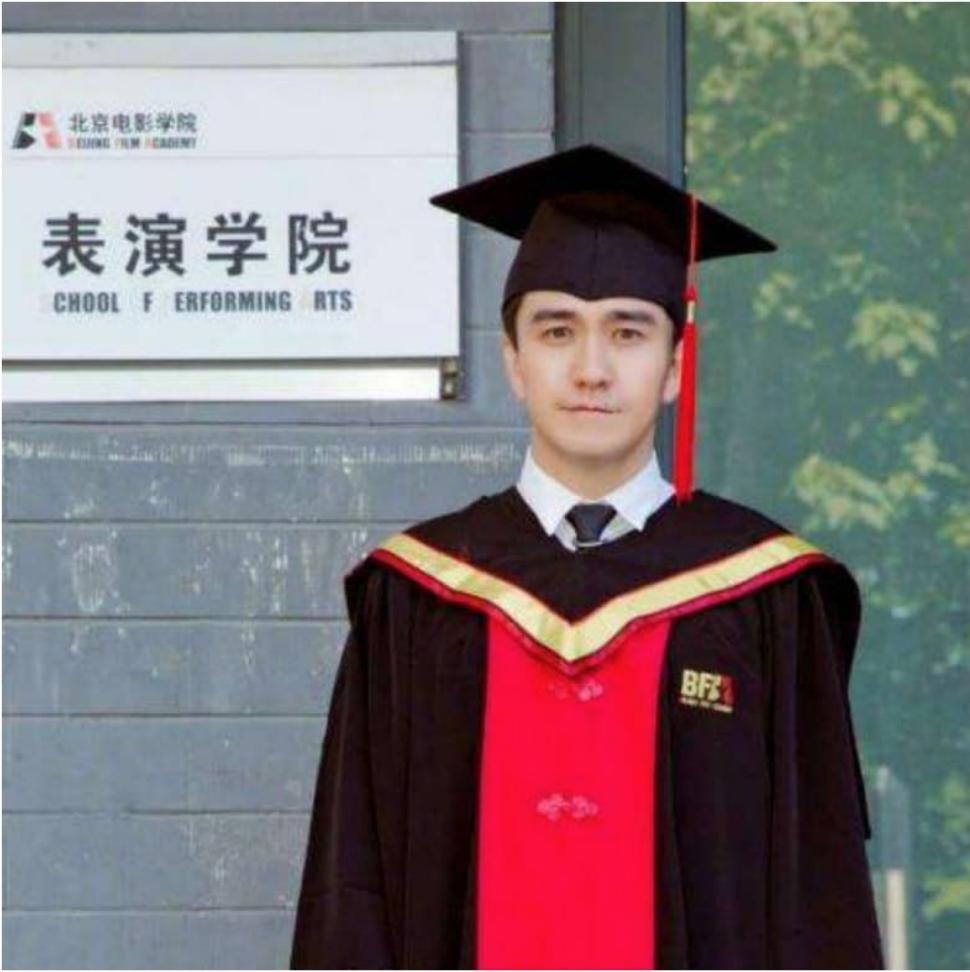 A photograph of Zhai Tianlin dressed for his BFA graduation. Photo:  Whatsonweibo