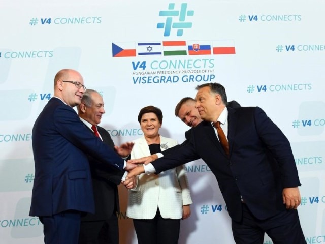 Israeli PM Netanyahu with leaders of the V4 countries: Hungarian PM Orban, Czech Republic PM Sobotka, Polish PM Szydło and Slovakian PM Fico. Photo.    Source: Haim Zach (GPO)