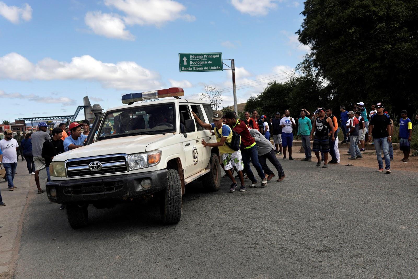 Ambulance at the border between Brazil and Venezuela. Photo:  Ricardo Moraes/Reuters