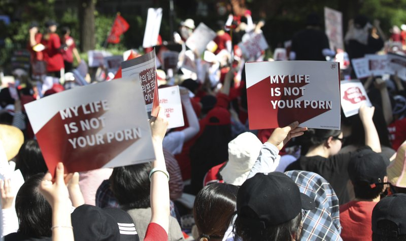 South Korean women protest in Seoul for stronger government action against the spread of intimate photos and footage taken by hidden cameras on July 7, 2018. Photo:  Ryo Hyo-iim/Yonhap .