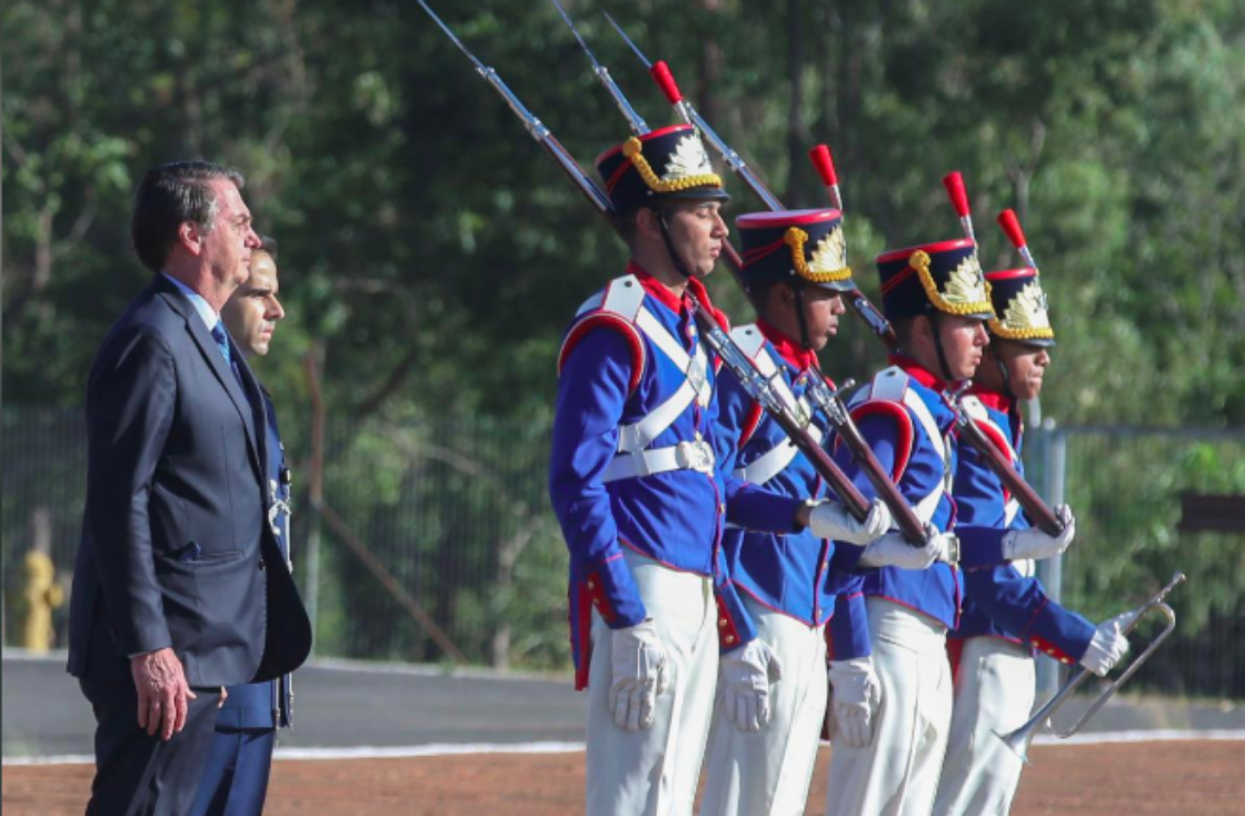 President Bolsonaro and armed guards at a flag ceremony at the Presidential Palace, two days before the 55th anniversary of the coup. Photo: Antonio Cruz/ Agencia Handout/  Reuters