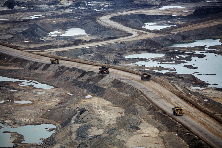A view of the environmental destruction caused by mining for oil in Alberta, Canada  Photo:  Todd Korol/Reuters